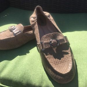 Earth size 7.5 leather loafers